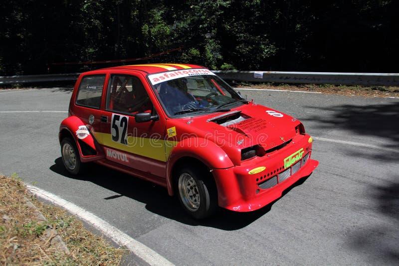 Sportief Fiat 500 stock afbeeldingen