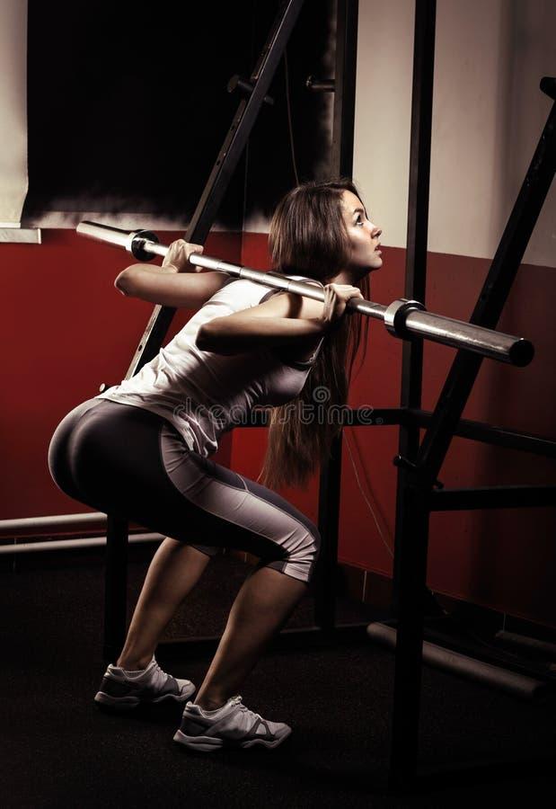 Sportief meisje die oefening doen stock afbeeldingen
