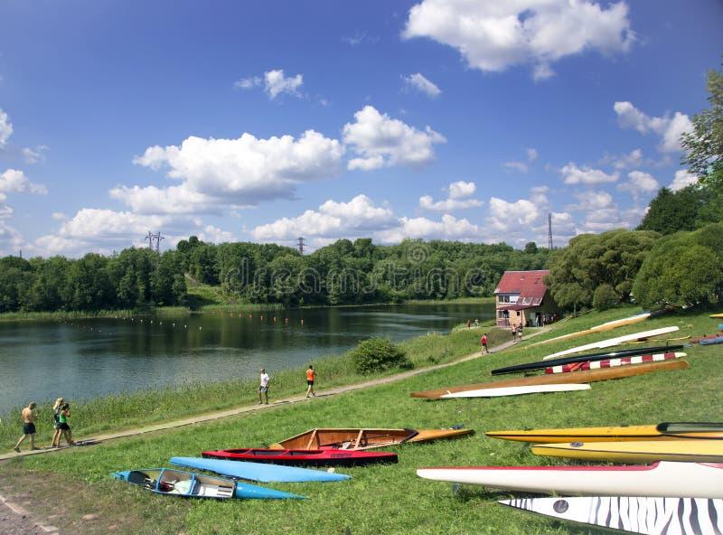 Sportieve competities op kajaks en kano royalty-vrije stock fotografie