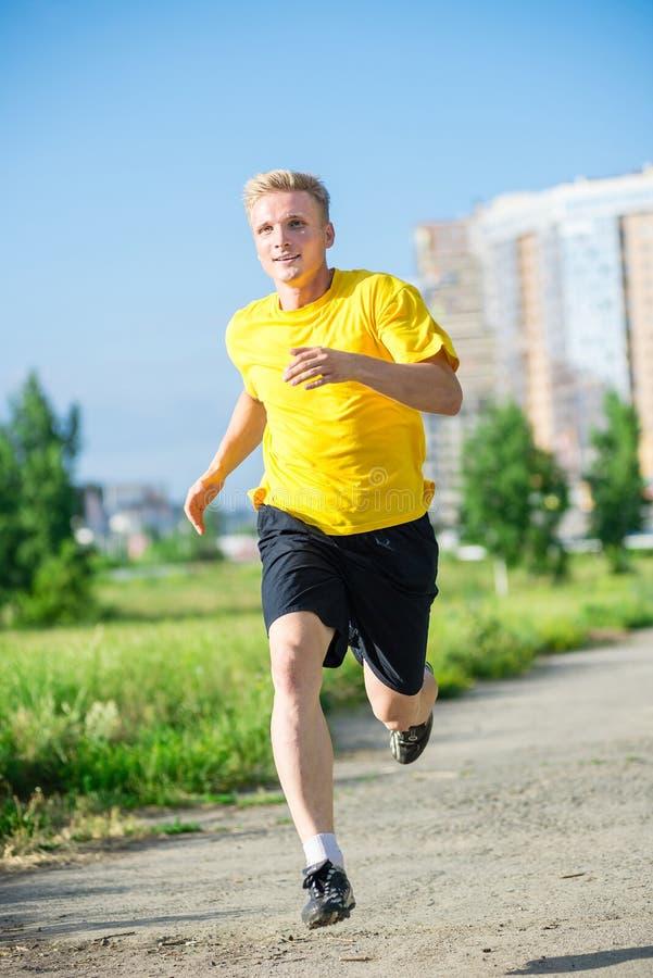 Sportieve mensenjogging in het park van de stadsstraat openlucht royalty-vrije stock fotografie