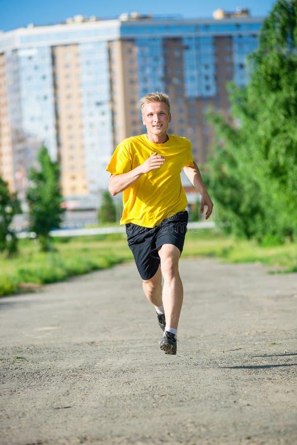 Sportieve mensenjogging in het park van de stadsstraat Openlucht Geschiktheid stock foto's