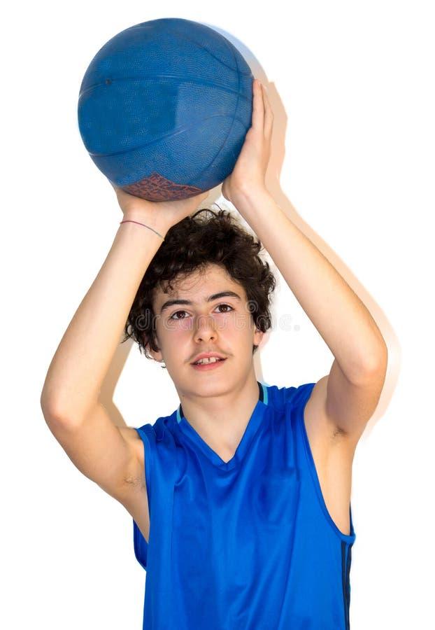 Sportif de l'adolescence tenant le basket-ball photos stock