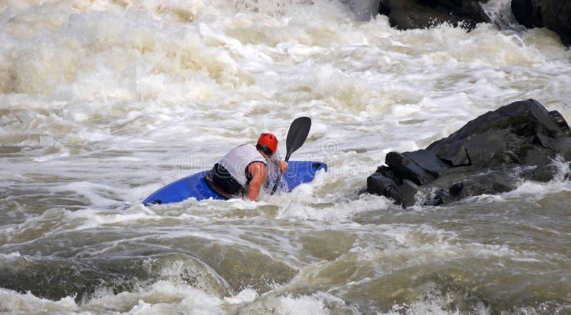 Sportif sur le bateau bleu photos libres de droits