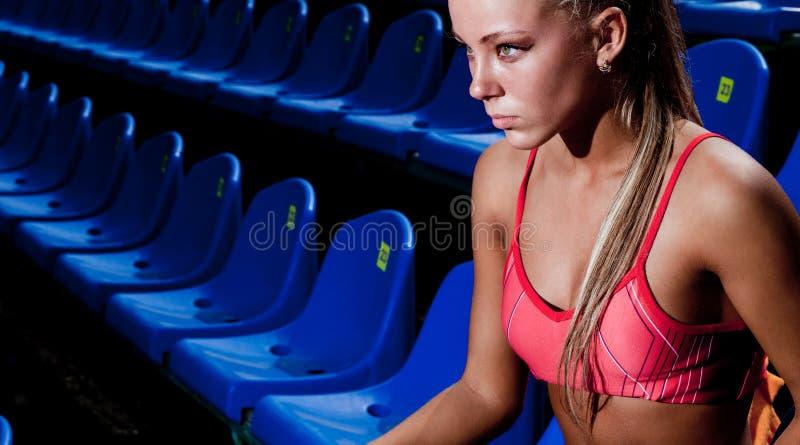 Download Sportig kvinna fotografering för bildbyråer. Bild av sport - 27283087