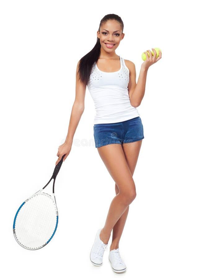 sportig tennis för flickaspelarestående arkivbilder