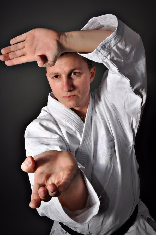 sportigt barn för karateman arkivbild
