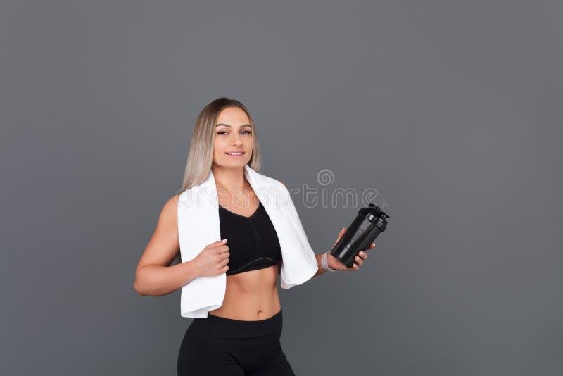 Sportive представлять женщины стоковое изображение