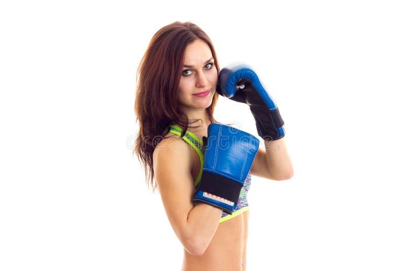 Sportive Frau in den Boxhandschuhen stockfotos