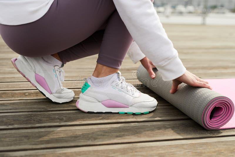 Sportive Frauen-Nahaufnahme lizenzfreie stockfotografie
