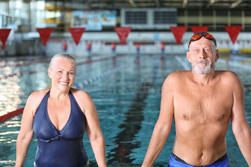Sportive höga par royaltyfria bilder