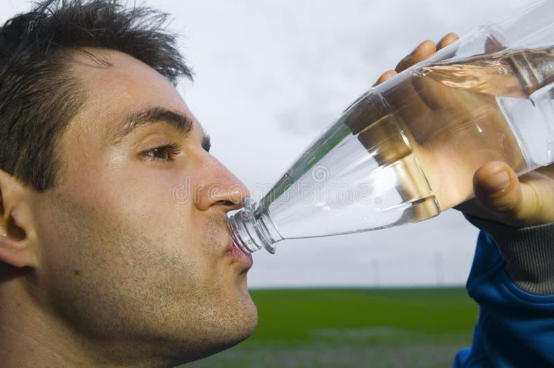 Sportivo con la bottiglia di acqua immagine stock libera da diritti