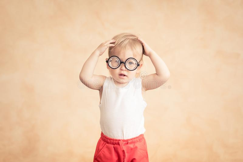 Sportivo divertente del bambino Successo e concetto del vincitore fotografia stock