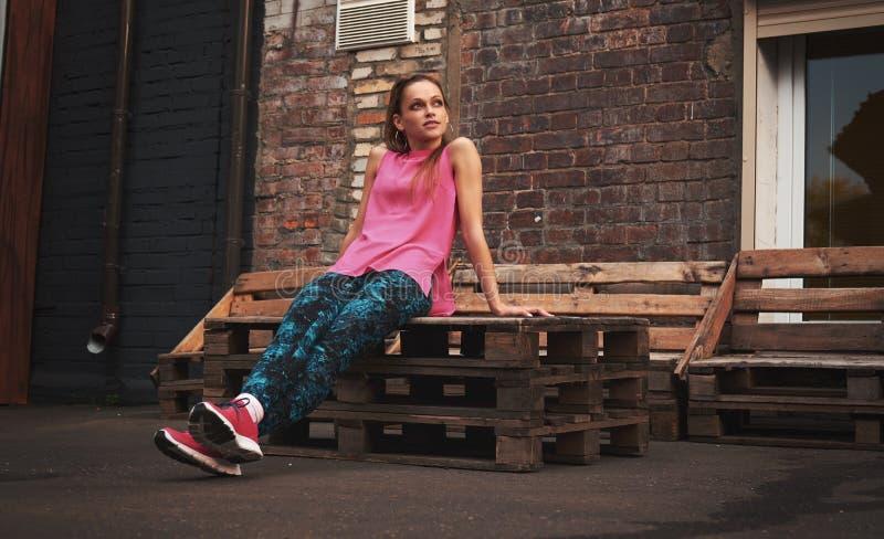 Sportkleidung der Eignungssport-Frau in Mode stockfotografie