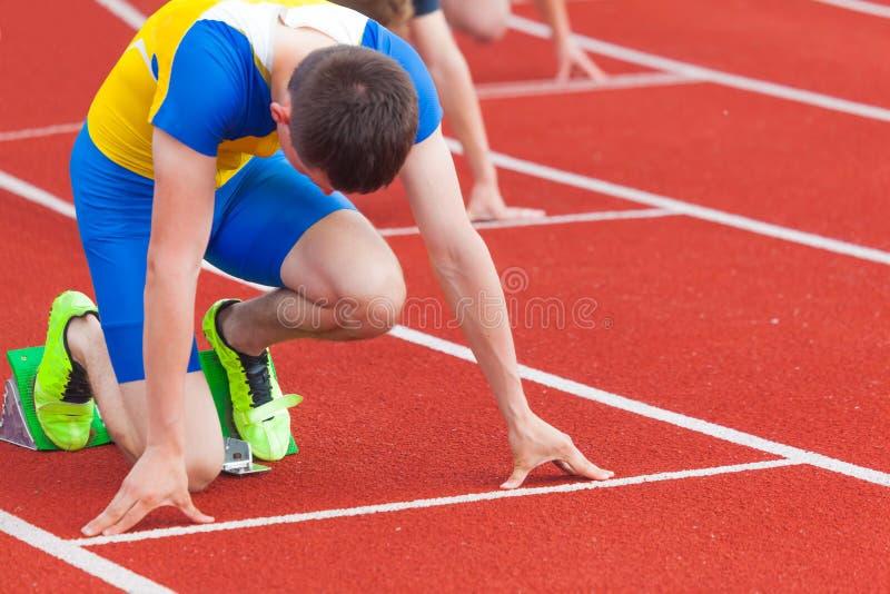 Sportler am Anfang lizenzfreies stockbild
