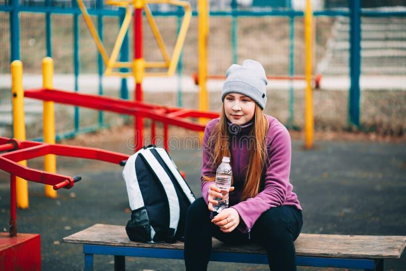 Sportlerin der jungen Frau stockfoto