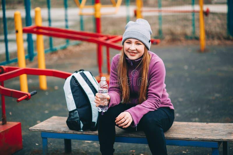 Sportlerin der jungen Frau stockbilder
