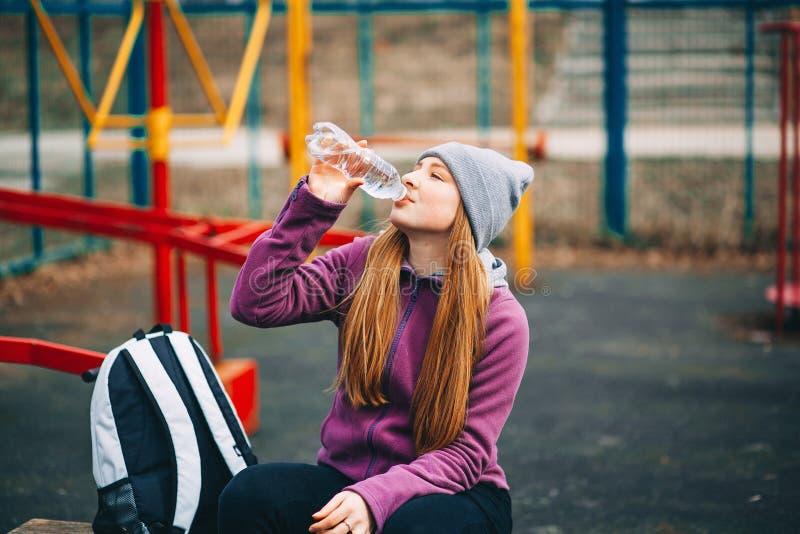 Sportlerin der jungen Frau lizenzfreie stockfotos