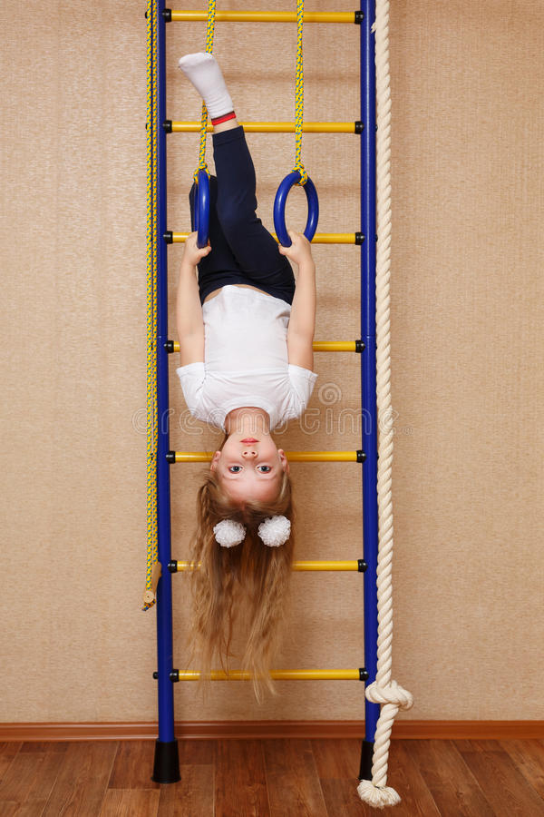 Sportlerin des kleinen Mädchens lizenzfreies stockfoto
