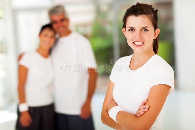 Sportliche jugendlich Eltern lizenzfreies stockfoto