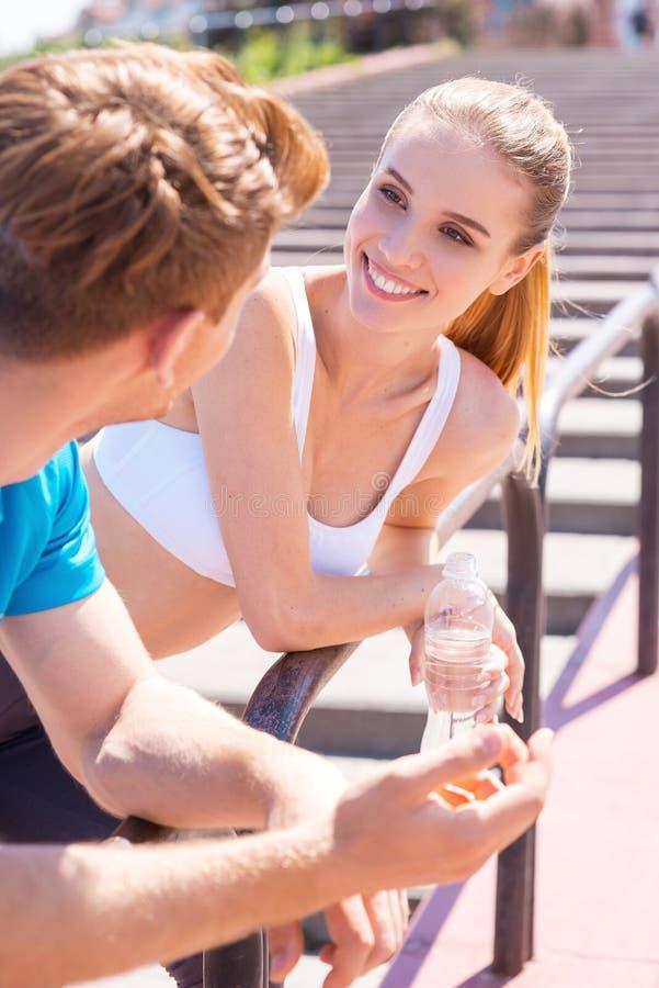 Sportliche Paare stockfotos