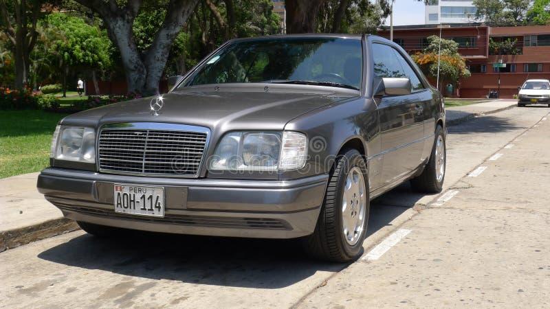 Sportline Gray Mercedes-Benzs E320 in Lima stockfotografie