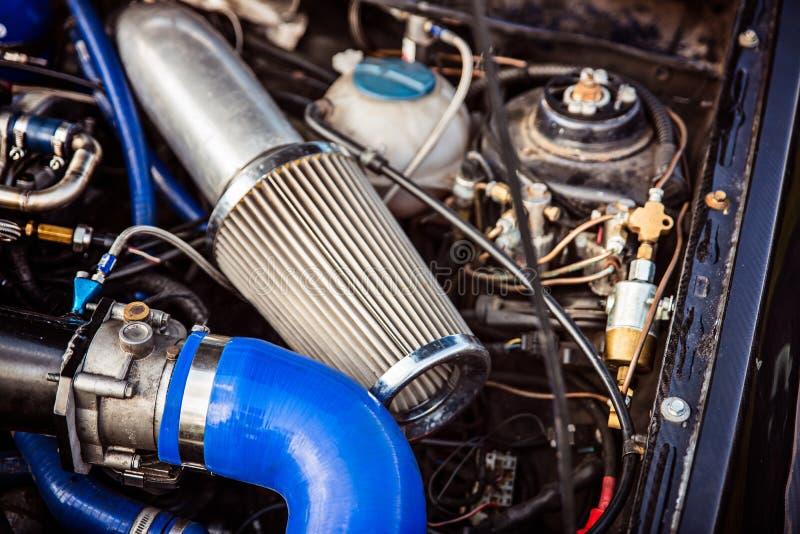Sportluftfilter in einem turbocharged Automotor des Benzins lizenzfreie stockfotografie