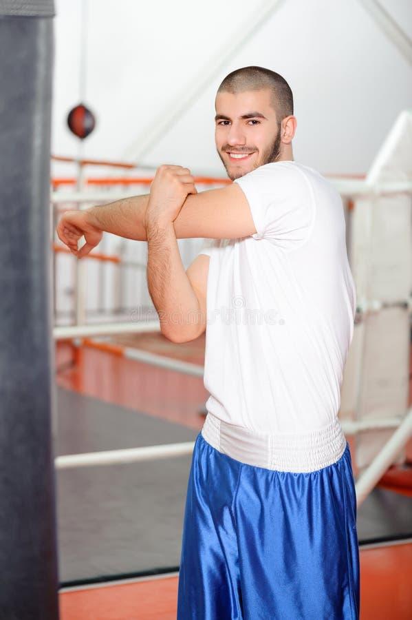 Sportman in een het in dozen doen gymnastiek stock foto's