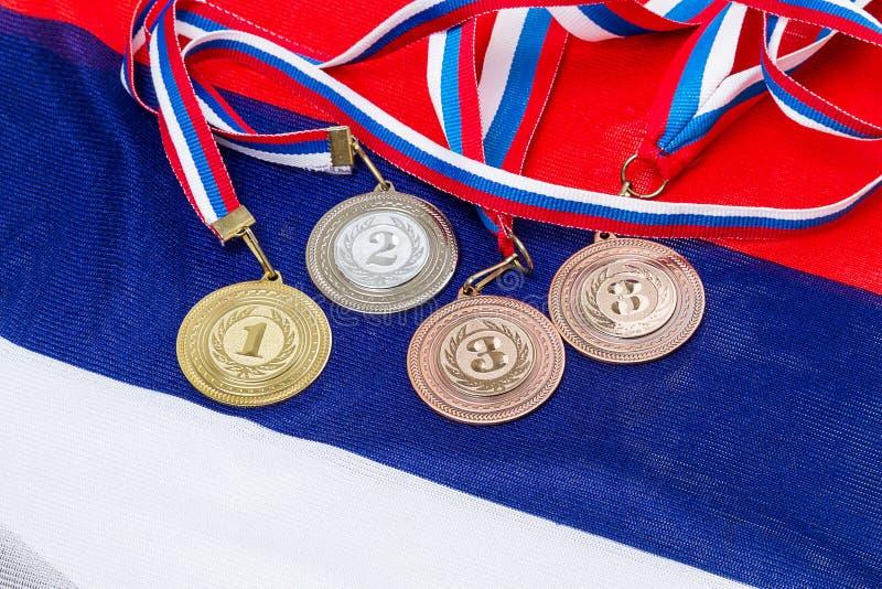 Sportmedaljer på flaggan royaltyfri foto