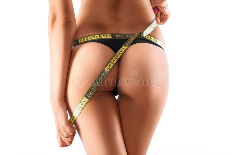 Download Sportowa Kobieta Z Miarą Taśmy Zdjęcie Stock - Obraz złożonej z celulitisy, wspaniały: 57663696