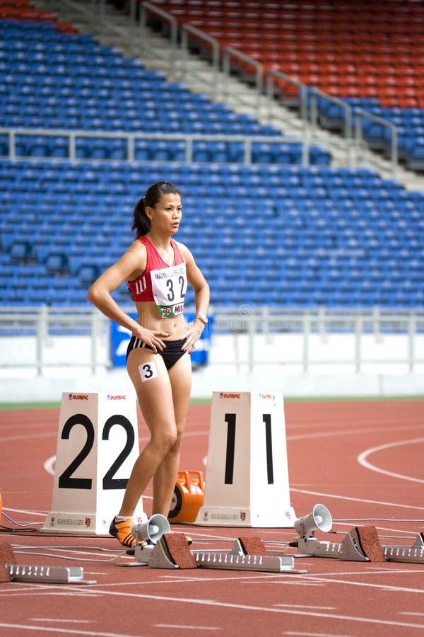 sportowiec 100 metrów jest kobiet. obrazy royalty free