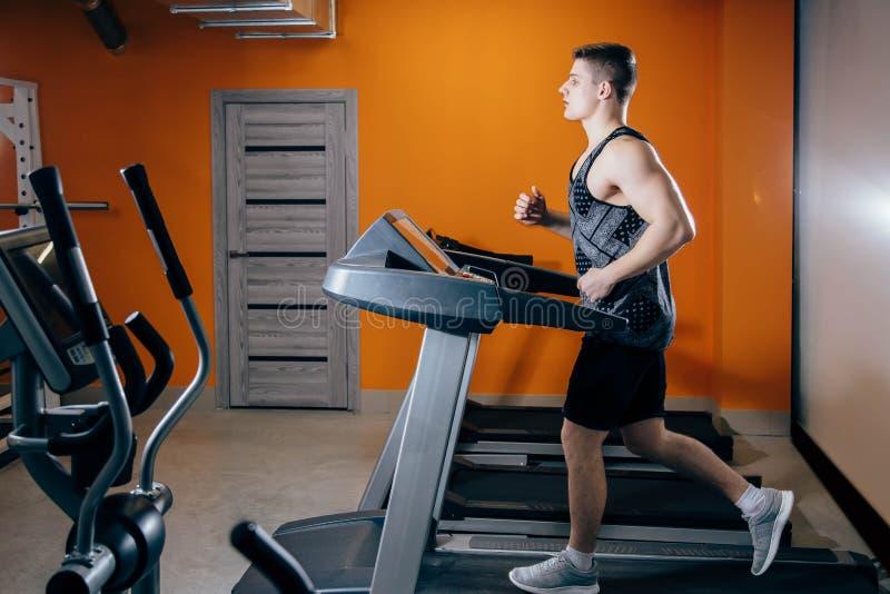Sportowiec używa jogging ślad dla wrzosowiska fotografia royalty free