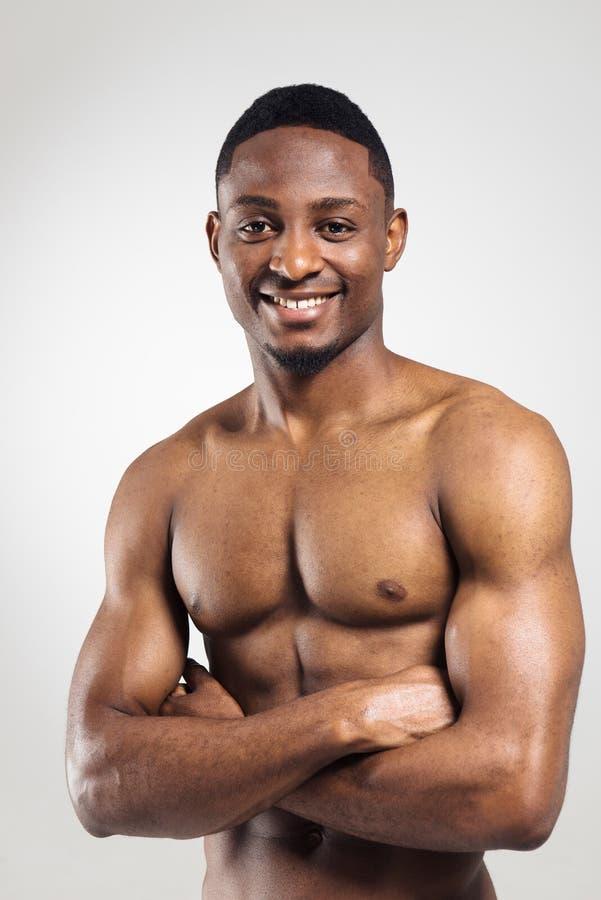 Sportowy amerykanina afrykańskiego pochodzenia mężczyzna bez koszuli fotografia royalty free