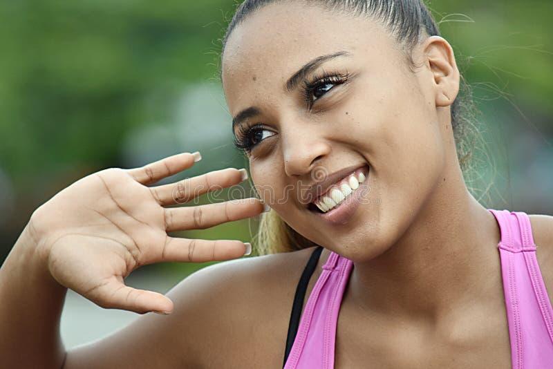 Sportowy dziewczyny słuchanie zdjęcie stock