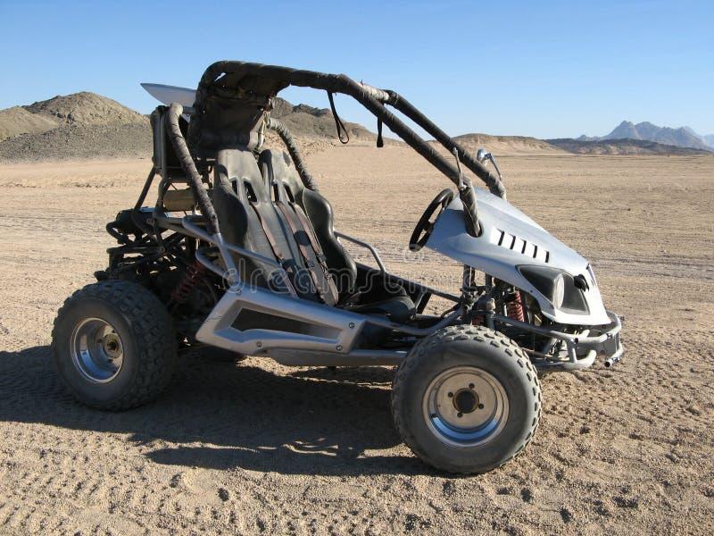 Sportowy samochód w pustyni obrazy stock