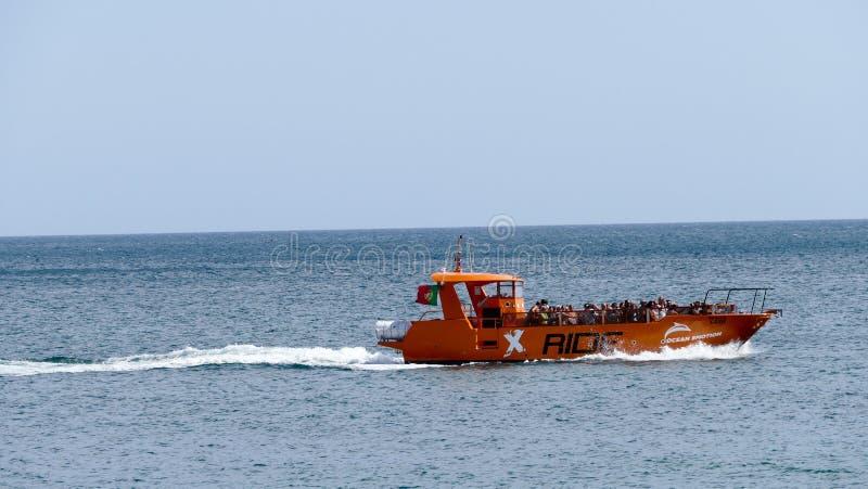 Sports aquatiques en vacances - Jetboat photo libre de droits