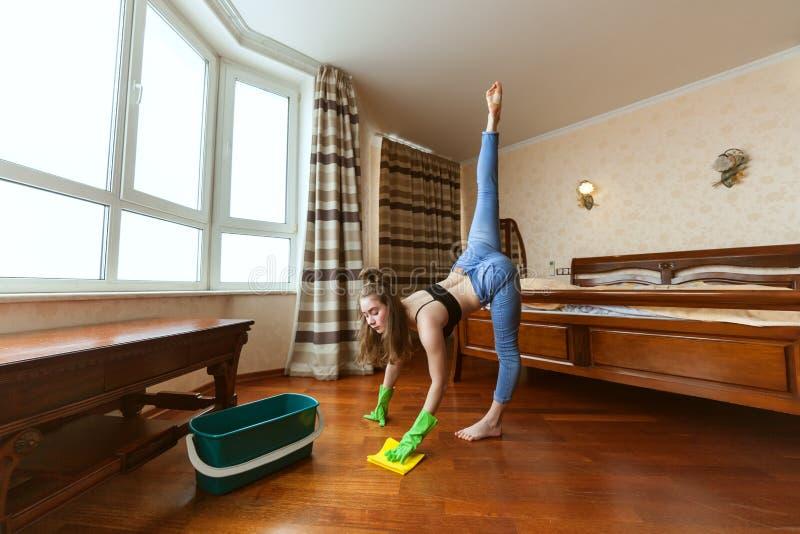 Sports et nettoyage d'appartement images stock