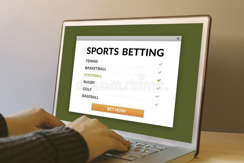 Sports pariant le concept sur l'écran d'ordinateur portable sur la table en bois images stock