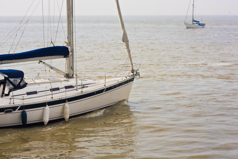 Download Sports Segelnboote Auf Dem Ozean Stockbild - Bild von erholung, geöffnet: 12202029