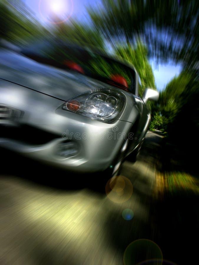 Sportscar, das schnell antreibt lizenzfreie stockbilder