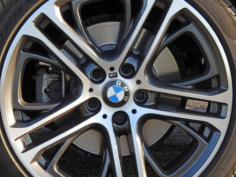 Sportscar de legeringswiel van BMW stock afbeeldingen