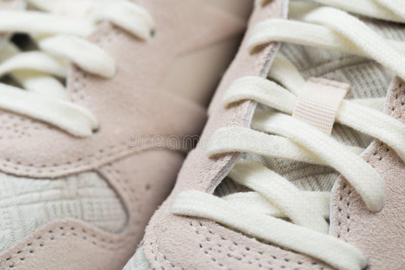 Sportschoenen met wit kant royalty-vrije stock afbeelding