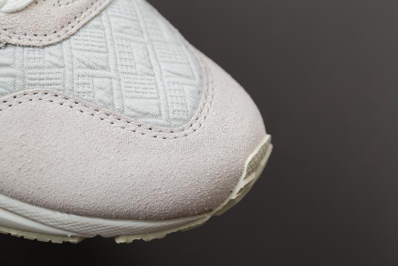 Sportschuhe mit weißen Spitzeen lizenzfreies stockfoto
