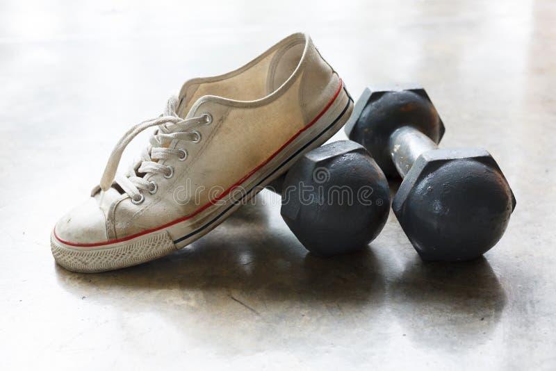 Sportsko- och metallhantel, konditionsportutrustning royaltyfri fotografi