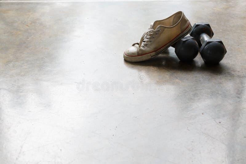 Sportsko- och metallhantel, konditionsportutrustning fotografering för bildbyråer