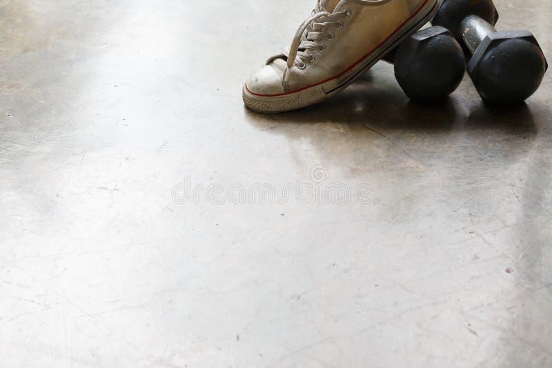 Sportsko- och metallhantel, konditionsportutrustning arkivbild