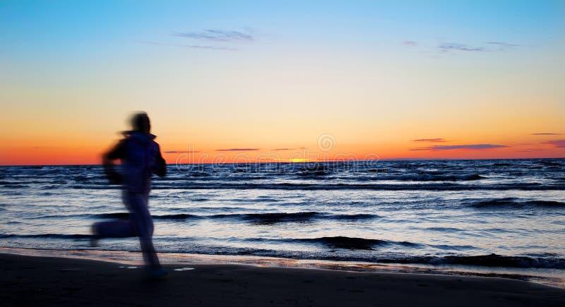 sportsmenek plażowi działający potomstwa fotografia royalty free