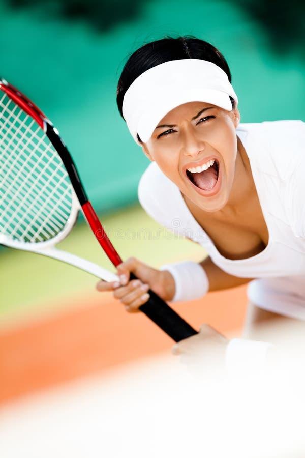 Sportsmenka w sportswear bawić się tenisa obraz stock