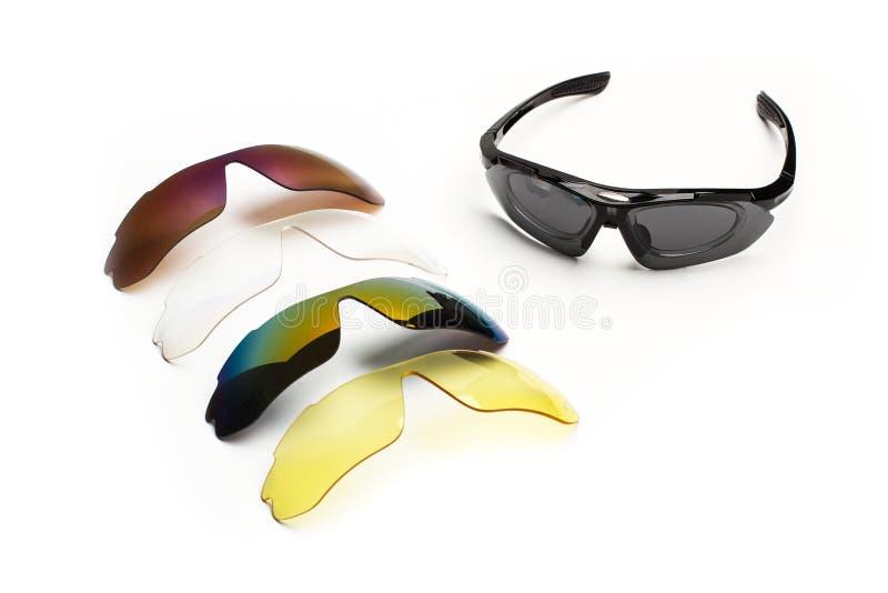 Sportsolglasögon med olika färglinser fotografering för bildbyråer