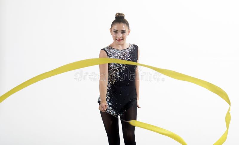 Sportsucces en gezondheid Geschiktheid en het op dieet zijn van de Vrouw van de meisjesturner met lint voor ritmische gymnastiek- stock foto
