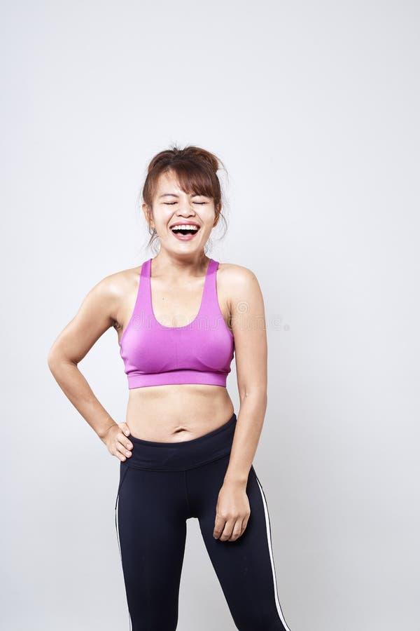 sportswear vestindo da mulher para mostrar seu corpo fotografia de stock
